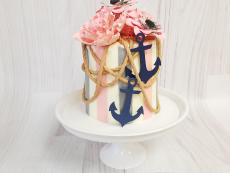 Mini wedding cake with rope and anchors